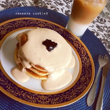 生クリームでアールグレイを煮出し、泡だてたソースをたっぷりかけた大人のパンケーキです。ヨーグルト入りのパンケーキとの相性もバツグンです◎