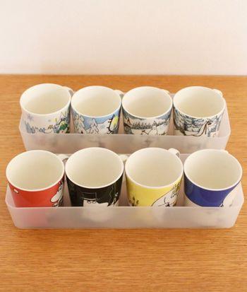 持ち手があって重ねられないマグカップなどの収納にはボックスを。ゲスト用のカップや、季節物のマグカップなどをカテゴライズして収納しておくと、必要な時にさっと取り出せてとっても便利です。