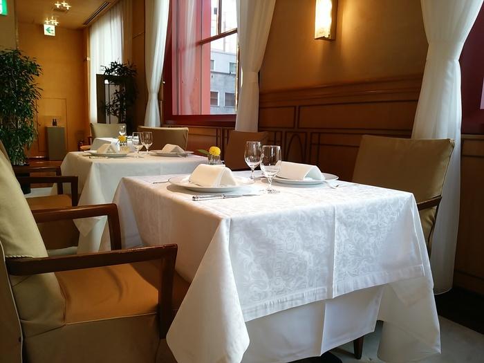 明治時代から多くの文豪に愛されてきた資生堂パーラーは特別な日に訪れたいスペシャルなレストランです。お席は全部で68席。きちんとした装いでおしゃべりを楽しみたいときにおすすめです。