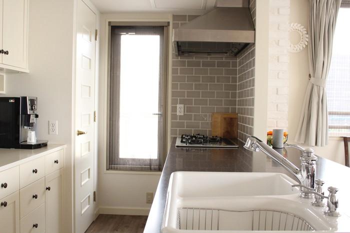 キレイに整理されたキッチンは、お客さんにも好印象。また、あなたのお家にいることに心地よさも感じてくれるはず。人にお家を「見られる」機会をもって、日頃からキッチンをキレイにしてみてくださいね。