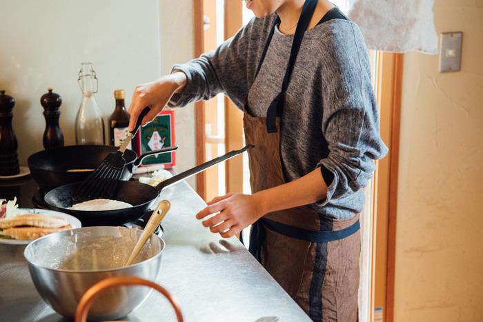 手軽に作るならパンケーキミックス(ホットケーキミックス)がおすすめです。粉のミックスによって味やふんわり感が違うので、いろいろなタイプを試してみるのもいいですね。