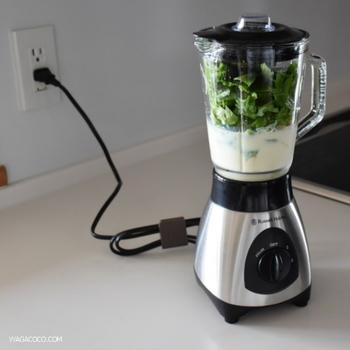 食品の攪拌や液状にすることを目的としていて、いわゆるミキサーも同じものを指します。プロセッサーやチョッパーより細かく、滑らかに仕上がるのが特徴。