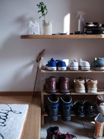 除菌、消臭の効果を期待したいのが靴のケア。気を付けていても、靴には汗や汚れが溜まって臭いを発しがち。そんな時にシュッとスプレーすれば、手軽に臭いや雑菌の繁殖を防いでくれます。