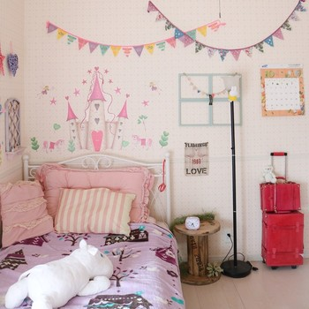女の子ならこんな夢のようなお城のお部屋はいかが?こんなお部屋でなら笑顔が溢れる毎日が過ごせそうですよね。