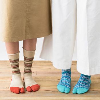 こちらはつま先が二つに分かれている、足袋靴下。足をしっかり包み込んでくれるようなフィット感で、靴下が苦手な方やストレスを感じるという方にもおすすめの靴下です。もちろんデザインのおしゃれさにもこだわり、可愛さと快適さを両立できるアイテムになっています。