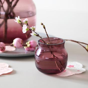 日本でも自然を身近に感じる工夫は色々とできそうですね。都心であまり自然が豊かでないという環境の人も、家の中に季節の花や緑を飾ってみてはいかがでしょう?桃や桜などは日本ならではの季節を感じる花ですね。