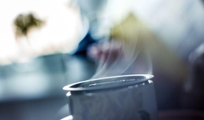 牛乳、生クリーム、砂糖を火にかける時は、なめらかな仕上がりになるよう沸騰させないように気をつけましょう。ゼラチンを入れる時も同じで、沸騰させてしまうとゼラチンが固まりにくくなってしまうことがあるようです。