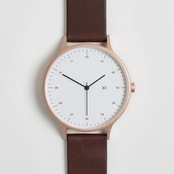 スコットランド・グラスゴーを拠点にデザインや設計を行うプロダクトデザイン集団が手掛ける、美しくミニマルな腕時計「INSTRMNT(インストゥルメント)」。
