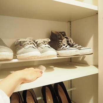 靴底の汚れが落ちても、ワンアクションでササッと拭き掃除ができます。靴をいちいち取り出す手間がなくなるので、気づいた時にこまめに掃除できて気分もすっきり。