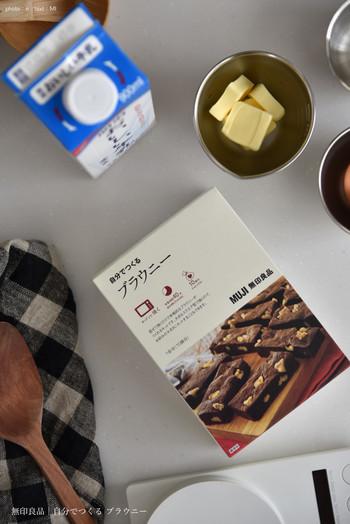 こちらは、簡単に混ぜて焼くだけで作れる「じぶんでつくる ブラウニー」のキットです。