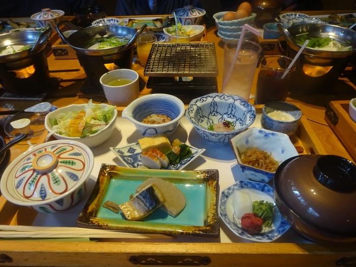 お食事のメインは、海・山の旬の食材を使った会席料理。伊豆近海の獲れたての魚を使った海鮮しゃぶしゃぶなども堪能できますよ。