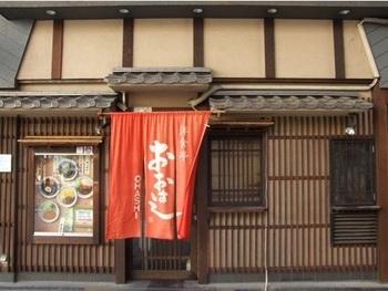 JR大森駅から徒歩4分ほどの距離にあるこちらのお店。商店街の端に位置する昔ながらの洋食屋さんです。