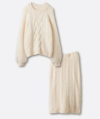 ニットアップは寒い冬から春先まで活躍する嬉しいアイテム。セットで着ればほっこり優しいあったかコーデに、バラにしてケーブルニットにデニムを合わせればカジュアルコーデにも♪