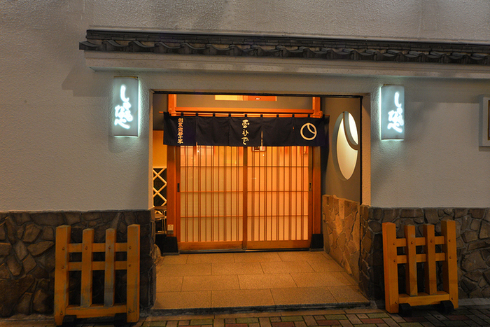 家族や大切な人と過ごす特別な日には、歴史漂う店構えと、昔から変わらぬ味を堪能できる日本料理を味わえるお店を訪れてみるのはいかがでしょうか?今回は、大人の嗜みとして知っておきたい都内の日本料理の名店をご紹介します。