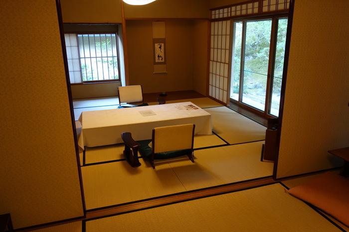 客室は日本の伝統美が息づいた純和風空間。おのずと美しい立ち振る舞いをしたくなりますね。