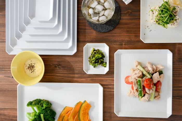 【1616 arita japan(イチロクイチロク アリタジャパン)】は、2012年に誕生した有田焼の新ブランド。こちらの「TY Standard(ティーワイ スタンダード)」は「料理を選ばない器」というコンセプトを元にデザインされたシリーズで、スクエア型のプレートやボウルが充実しています。