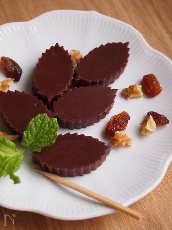 お酒好き&和菓子好きに食べてもらいたい、ラム酒入りのチョコ羊羹。日持ちもするので、ゆっくり味わってもらえますね。ハート型で作っても可愛いかも…♪