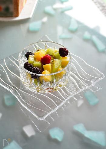 チーズとフルーツを切って器に盛るだけ♪ チーズの塩気とフルーツの甘さがよく合います。