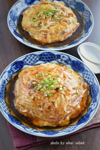 まろやかな中華あんがたまらない、天津飯です。  シャキシャキとしたもやしの食感が良いアクセントを生みます♪