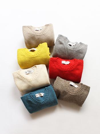 重くなりがちな冬コーデを華やかに彩るカラーニット。淡色やビタミンカラーなど明るい色のきれい色ニットなら、冬~春までおしゃれに着こなせます。