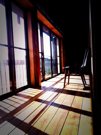 おすすめは、2階の席だそうですよ。 カフェ 閑居では、パン教室やフラワーアレンジメント教室も行なっています。素敵な空間を満喫できそうですね。
