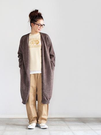 羽織るだけでおしゃれに見えて、着回し力抜群の「ロングカーディガン」。寒い冬は重ね着コーデに、春先にはアウターとして活躍してくれます。ロング丈のカーディガンはIライン効果ですっきり着こなせるので、ワイドシルエットのボトムスと合わせやすいのも大きな魅力です。
