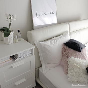 ベッドに入る前、枕やシーツにシュッと吹きかけます。あまり香りが強すぎると逆にストレスになってしまうので、2~3プッシュくらいが適量です。