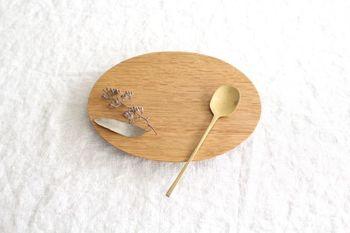 """使えば使うほどに味わいが出てくる""""育てる器""""。この温かみは、日本の食卓に欠かせませんね。離乳食から使えて、優しい感触が食の楽しさを教えてくれます。"""