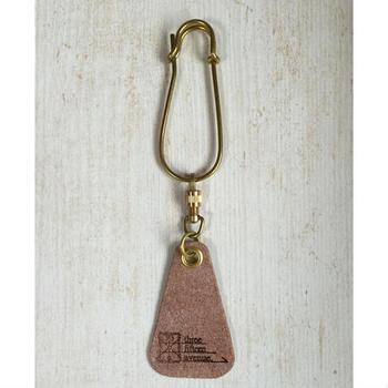 「three fifteen fragrance tag」は、「革」部分をお気に入りの「香水」や「アロマオイル」などに染み込ませて、バッグなどにつけて持ち歩くことができるアイテム。