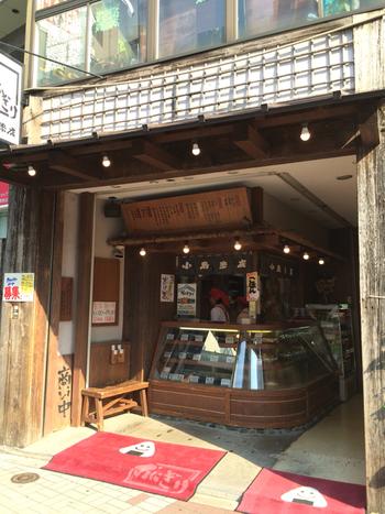 """練馬駅から徒歩2分と駅近なのが嬉しい""""小島米店""""は、練馬店も合わせ計4店舗を展開しているお米とおにぎりのお店。"""