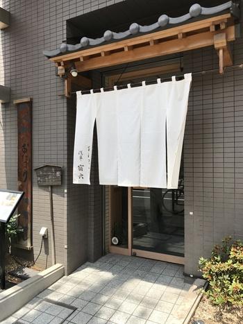 最後にご紹介するのは、昭和29年創業・東京で一番古いおにぎり屋「おにぎり浅草宿六」。テレビや雑誌、海外の東京ガイド誌にも載ったりと現在メディアでも大人気のおにぎり屋さんです。