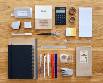 文房具の種類が豊富な無印良品。そのなかでも工夫がいっぱいの、おすすめアイデア文具をご紹介します。