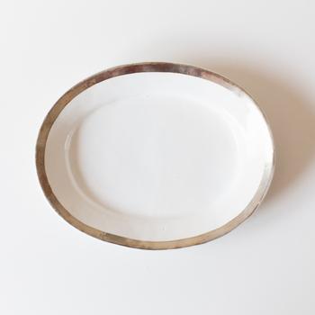 ついつい空腹状態だとたくさん食べてしまいがちな夜。 ワンプレートごはんは自分で量も調整できるので、 腹八分目でストップできるところも魅力です。  上品なシルバーカラーで縁取ったお皿で、 洗練されたディナータイムをお過ごしください。