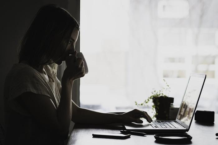 「なぜ自分はうまくできないのだろう」「もっと頑張らなくちゃ」と、考えてしまうことがありませんか?責任感が強い人ほど人一倍努力して、プレッシャーを抱え込んでしまいます。ついには疲れがたまって子供に八つ当たり、なんてことも。無理をしすぎず、自分の疲れやストレスを自覚して、肩の力を抜くことが大切です。
