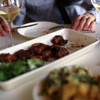 角皿をプラスするだけで、テーブルはどこか洗練された雰囲気に変わります。テーブルウェアがいまいち決まらないという方は、ぜひ素敵な角皿を探してみて下さいね。
