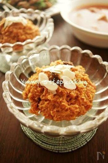にんじん(ガージャル)の甘さがヘルシーで美味しいインドのホットスイーツは、すりおろしたにんじんをバターで炒め、牛乳で煮て作ります。やさしい味わいは、にんじんが苦手な子どもでも喜んでくれるかも。他にカボチャやサツマイモでも美味しく作れるので、甘めの野菜が残ったときにチャレンジしてみるのも良いかも。