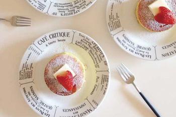 細長いスタイリッシュな柄が特徴的な、Cutipolのカトラリー。そっとお皿の横に並べるだけでも、画になりますよね。
