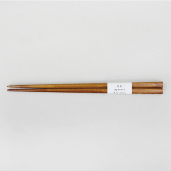 デザイン会社として誕生した「SyuRo(シュロ)」は、普段使いできる雑貨と日本の伝統や職人の技術を融合させたアイテムを日々生み出しています。