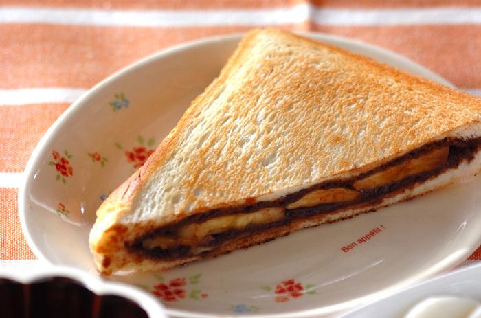 おやつにも、軽めのランチにも良さそうなホットチョコバナナサンド。相性の良いチョコとバナナに、ミルびき岩塩がより甘さを引き立ててくれるので、食べ過ぎに注意かも。