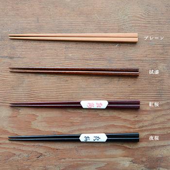 """明治41年に、石川県で戸木工所として創業し、漆器を数多く作ってきたメーカー「我戸幹男商店」の""""彰宣 syosen""""。最近ではデザイナーと積極的にコラボレーションをして、実用性と高い芸術性を併せ持つ漆器を作っています。"""