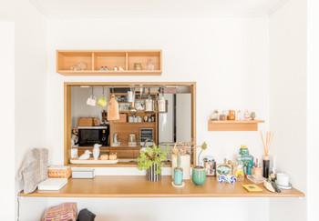 お気に入りの物などが増えて、そろそろお部屋を整理整頓したいけれど収納スペースが見つからない・・・そんな時は、棚の中やクローゼットのデッドスペースを有効活用できる突っ張り棒を活用してみませんか?