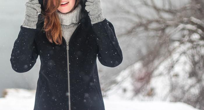 冬はクリスマスやお正月、バレンタインなどのイベントが目白押しなほか、日常的にもお気に入りのコートやマフラーを身に着けてお出かけしたり、きれいなイルミネーションを見たり、こたつやストーブで暖を取ったり...などと楽しみが盛りだくさん。一年の中でも冬が大好き!というキナリノ女子も多いのではないでしょうか。