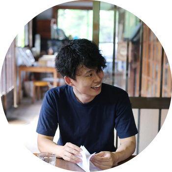 BOTANIC代表・田中彰さん。1983年、高知市出身。大学卒業後、素材メーカーに勤務。花と植物の魅力に惹かれ、転身。東京・南青山の花屋で修行を経て、株式会社BOTANICを設立。