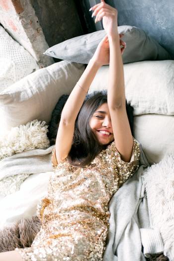 ウインターブルーにかかってしまうと、朝起きるのがつらくなってしまいますが、夏よりがんばって少しだけ早く起きてみましょう。早く起きることで、太陽の光を浴びる時間も増えますし、夜早く寝れるため睡眠リズムが整いやすくなります。