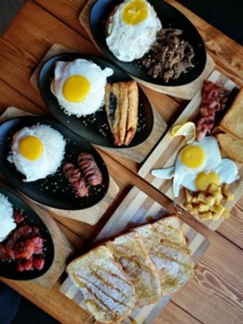 続いては、食べ物でのウインターブルー対策です。 セロトニンを作るには、トリプトファンというアミノ酸を積極的に摂るのが大切。トリプトファンは、肉類や魚、大豆といったタンパク質に多く含まれています。