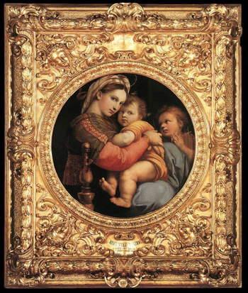 ピッティ宮殿には、フィレンツェを統治していたメディチ家によって珠玉の芸術品のコレクションが所蔵されています。宮殿内のピッティ美術館にはラファエロが描いた「小椅子の聖母」が所蔵されています。