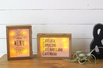木製のコレクションケースの中にLEDケーブルライトを仕込んで、ディスプレイライトに仕上げました。ふたの部分にはお好みの文字やイラストなどを入れて、世界にひとつだけのディスプレイライトの出来上がりです。