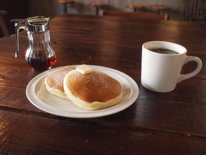 メニューはコーヒー各種にスウィーツ等。人気は、スコーンとパンケーキだそうですよ。