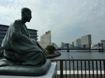 「史跡展望庭園」は、水辺の風景を望む、芭蕉にちなんだ展望庭園。隅田川の水辺の風景を楽しみましょう。