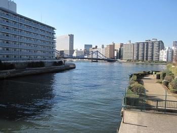 「ケルンの眺め」は、小名木川にかかる萬年橋から望む清洲橋の風景のこと。「清洲橋」は、ドイツ・ケルンのライン川にかけられた吊り橋をモデルにしています。